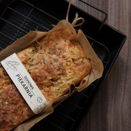 Śródziemnomorski chlebek serowy na maślance