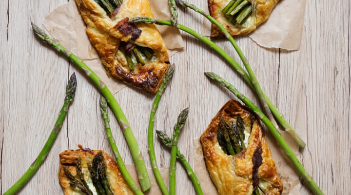 Szparagi pieczone – w kopercie z ciasta francuskiego