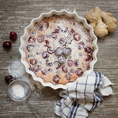 Clafoutis na mące migdałowej z czereśniami – szybki deser bez glutenu