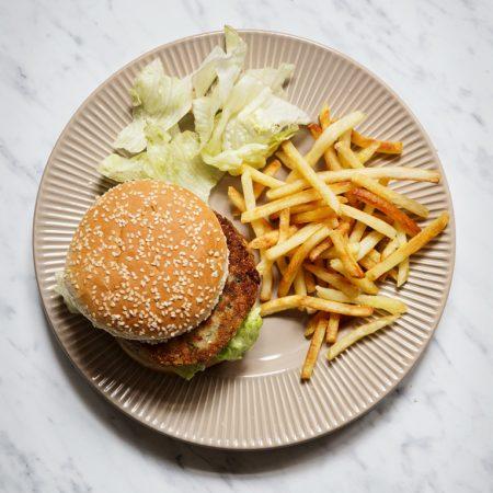 Fishburgery z dorsza z sosem cytrynowo-kaparowym