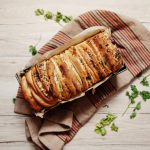 Odrywany chleb ziołowo-czosnkowy