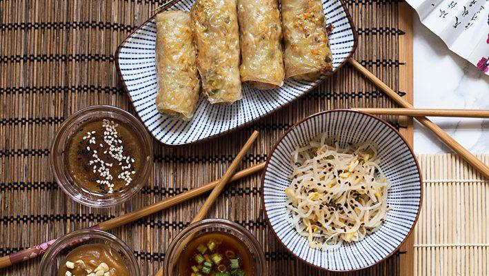 Sajgonki z kurczakiem, warzywami  i trzema sosami