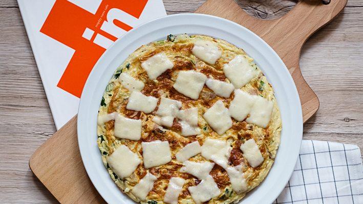 Tortilla española — tortilla de patatas. Hiszpański omlet z ziemniakami