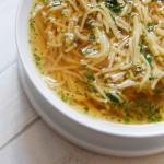 Złoty rosół — król wszystkich zup. Jak ugotować idealny rosół z kurczaka
