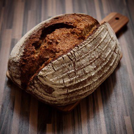Chleb pszenny razowy ze słonecznikiem, na piwie Guinness