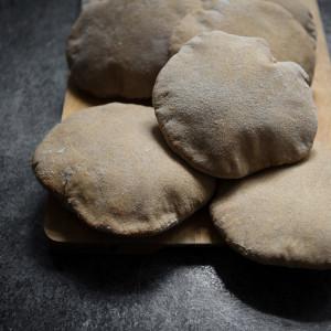 Pita z mąki pełnoziarnistej