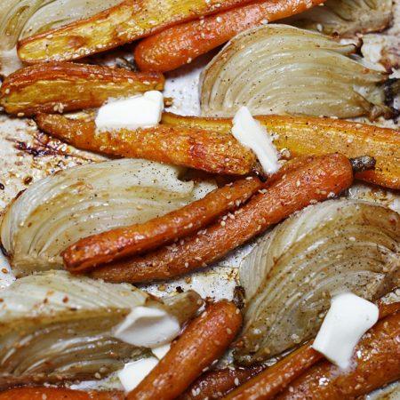 Pieczone młode marchewki i pieczony fenkuł. Lekkie dodatki