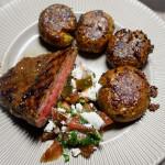 Stek bavette – marynowana i grillowana łata wołowa i gniecione ziemniaki