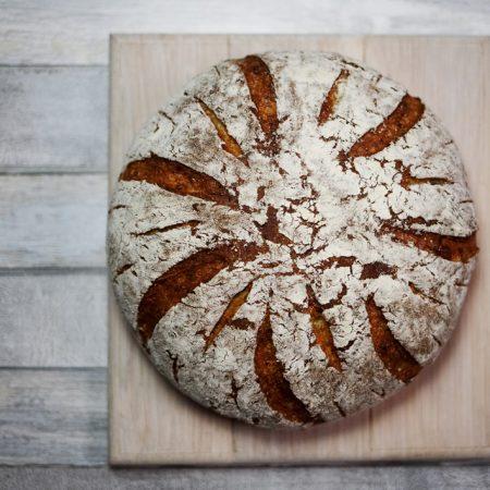 Chleb serowy pszenny – bez zagniatania