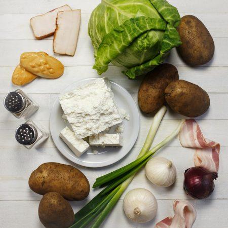 Gołąbki z ziemniakami i twarogiem – mocno pachnące wędzonką