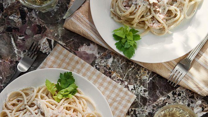Makaron z łososiem – w kremowym sosie