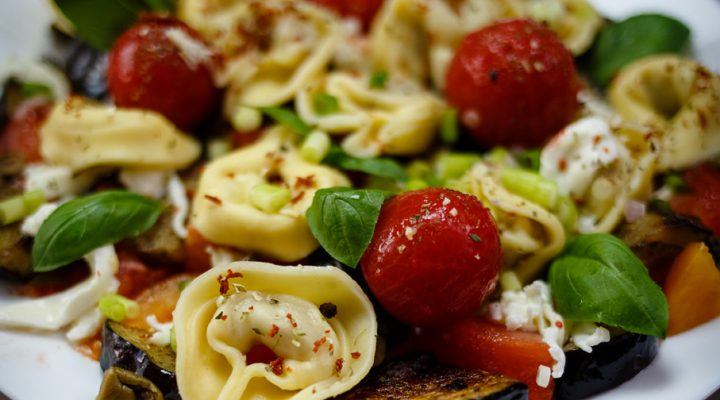Tortellini alla Italiana – sałatka na świeżych pomidorach