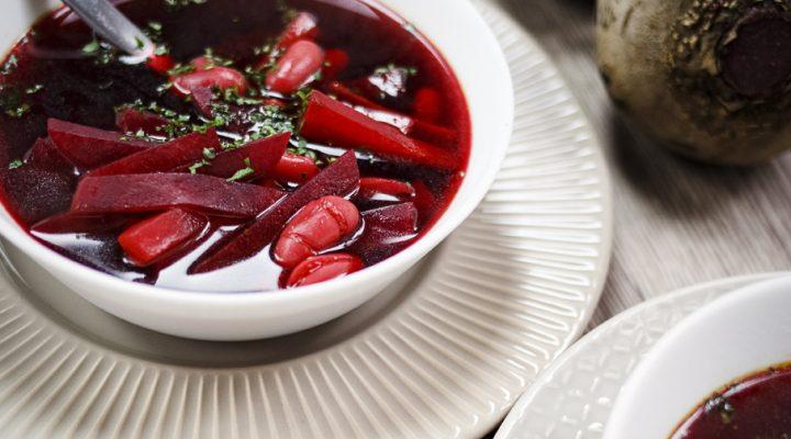 Czysty, aromatyczny barszcz czerwony z fasolą