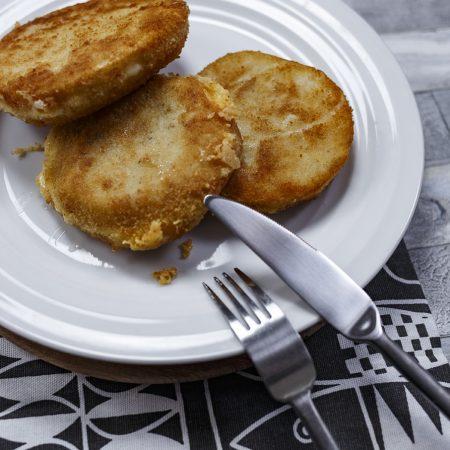 Kotlety z selera z  żółtym serem