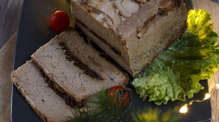 Pasztet klasyczny pieczony, nie tylko na święta – kruchy i soczysty
