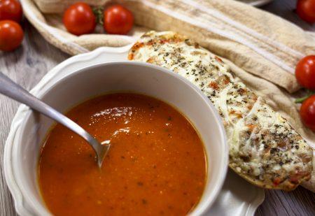 Zupa z pieczonej dyni, papryki i pomidorów