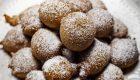 Tort z kremem mascarpone o smaku cappuccino, z kapiącą czekoladą – drip cake