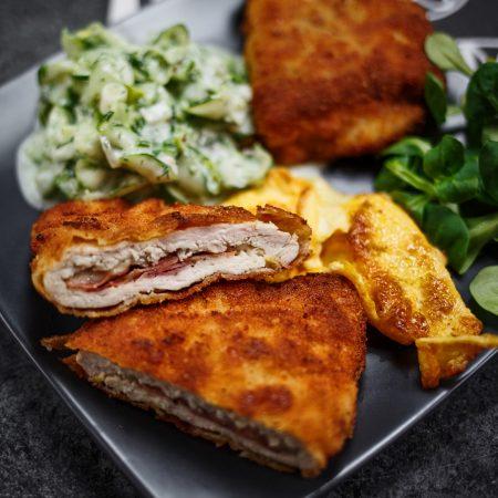 Cordon bleu – kotlety z kurczaka z szynką parmeńską, mozzarellą i bekonem