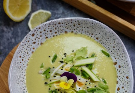 Zupa krem ze szparagów –z tahiną i cytryną