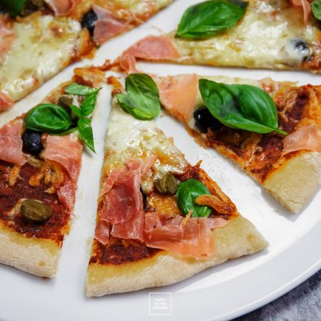 Pizza na cienkim cieście – przepis i poradnik
