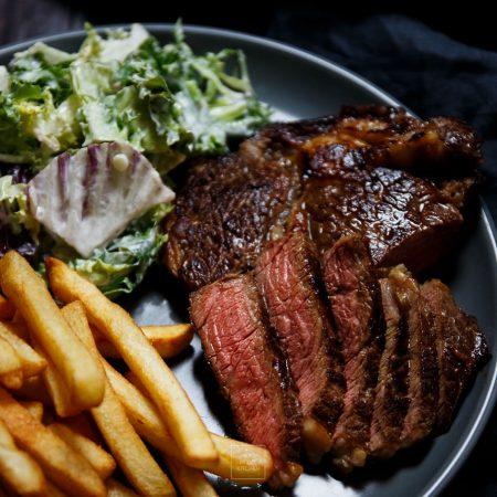 Whiskey steak – steki wołowe z rostbefu w marynacie whiskey