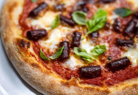 Pizza neapolitańska na zakwasie, pieczona na kamieniu