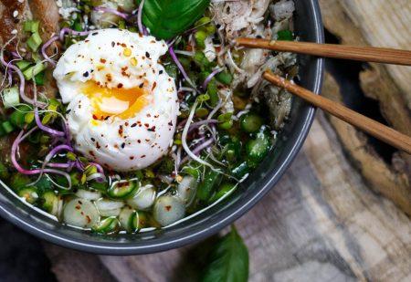 Shoyu ramen drobiowo-wieprzowy – bulion na kurczaku i żeberkach