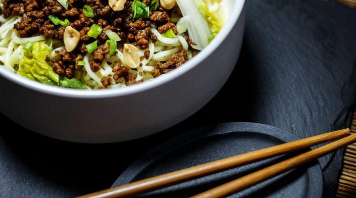 Dan dan noodles – makaron z wieprzowiną po syczuańsku