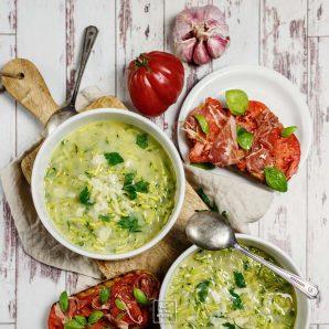Włoska zupa – stracciatella z cukinią. Jak podkręcić bulion z kostki?