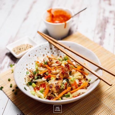 Kurczak z kapustą pekińską – delikatne chińskie stir fry z ostrym sosem