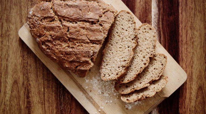 Chleb na prawie-zakwasie. Oszukany zakwas z jogurtu
