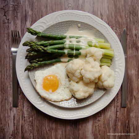 Szparagi na parze i szybki sos holenderski – z blendera