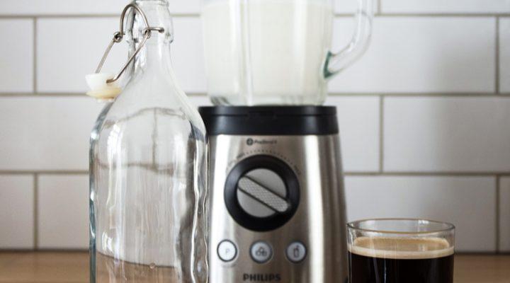 Kawa na mleku z nerkowców – wegańska kawa bez rafinowanego cukru