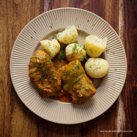 Lekkie gołąbki z młodej kapusty, z mielonym indykiem i brązowym ryżem