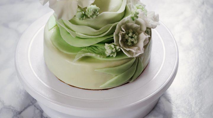 Tort piętrowy  krok po kroku – jak poskładać tort profesjonalnie