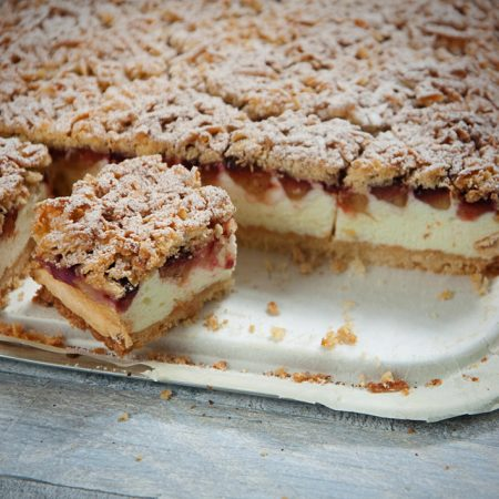 Ciasto bardzo kruche z waniliową pianką i śliwkami