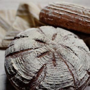 Chleb pszenny pełnoziarnisty ze słonecznikiem