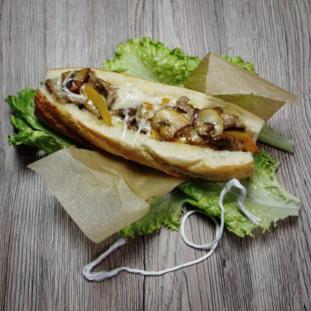 Buła ze stekiem czyli Philly Cheese Steak – kanapka z bavette