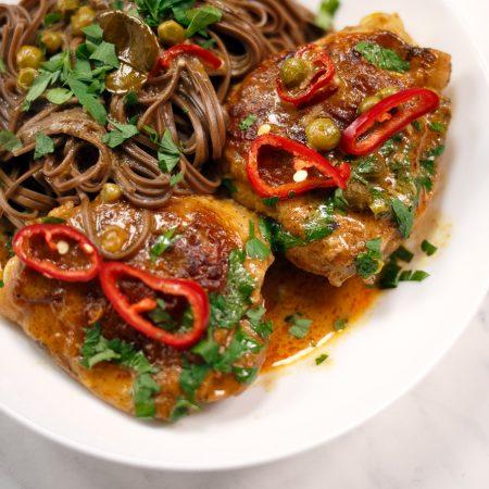 Kurczak po tajsku – tajskie kokosowe curry z kurczakiem