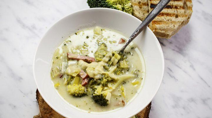 Kremowa zupa brokułowa – fit i ze smakiem