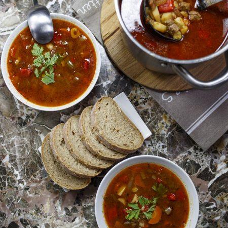 Gulyasleves – węgierska zupa gulaszowa