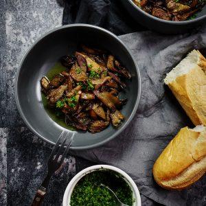 Boczniaki sauté i gremolata – jak smażyć grzyby żeby nie puszczały wody?