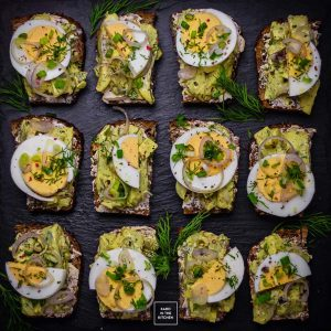 Śledź w curry – duńskie Smørrebrød ze śledziem