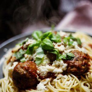 Prawdziwe włoskie klopsy – pulpety w sosie pomidorowym