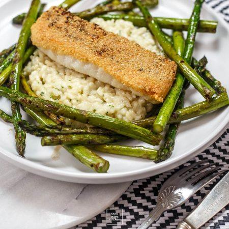 Polędwiczki z dorsza z chrupiącą skórką – jak smażyć białą rybę?