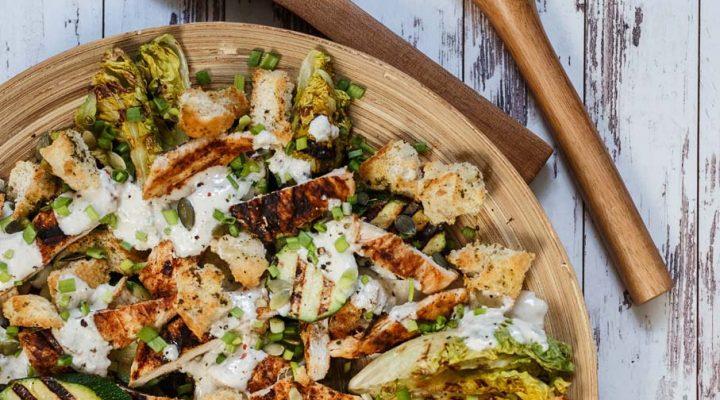Sałatka z kurczakiem – cała grillowana!