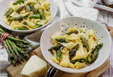 Wstążki w maślanym sosie ze szparagami– obiad w 15 minut