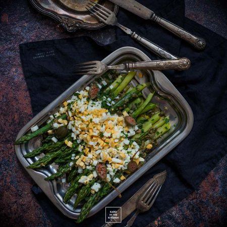 Szparagi mimoza – francuski klasyk z jajkiem na twardo
