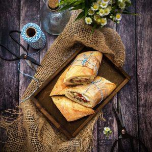 Pan bagnat –  kanapka nicejska nadziewana sałatką z tuńczykiem