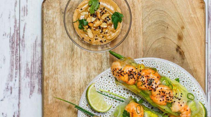Spring Rolls z krewetkami, awokado, ogórkiem i sosem orzechowym